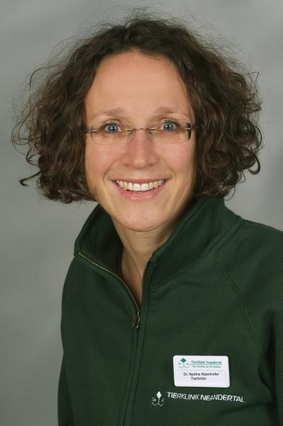 Dr. Nadine Atzenhofer - Tierklinik Neandertal